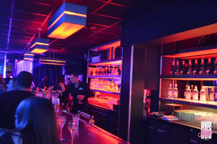 Est-ce légal d'aller dans un bar à putes ?