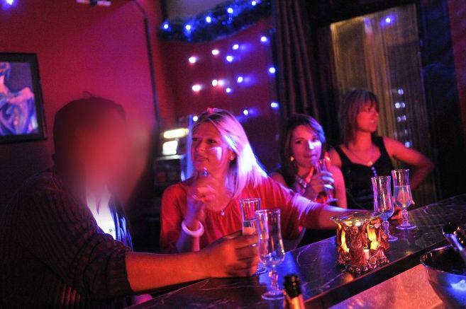 Comment se rendre dans un bar à putes ?