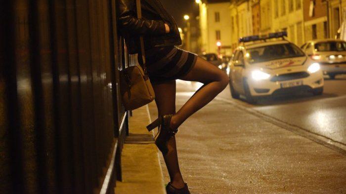 La loi pénalisant les clients des prostitués est-elle anticonstitutionnelle ?