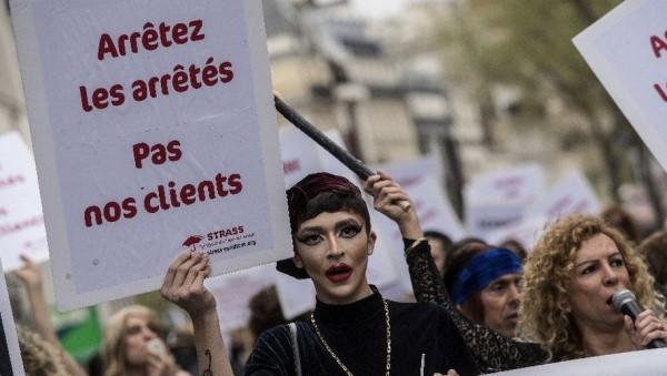 Les prostituées contre la loi 2016